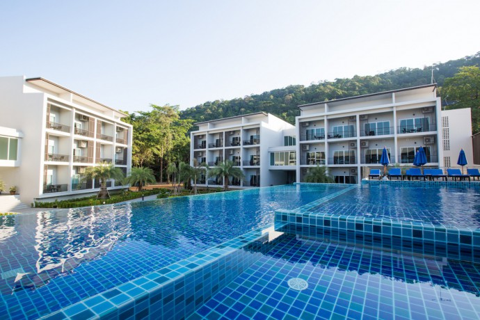 koh-chang-paradise-hill-deluxe-room-pool-side-view-big-0
