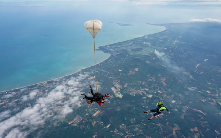 skydive-thailand-package-tandem-skydive-gold-camera-package-big-1