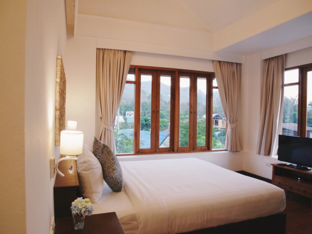 pai-cherkaew-boutique-hotel-deluxe-king-room-big-2